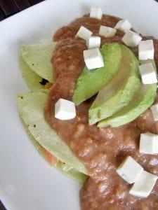 Enfrijoladas de tofu y espinacas