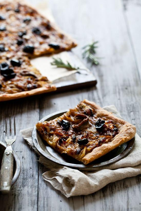 Tarta de olivas y anchoas