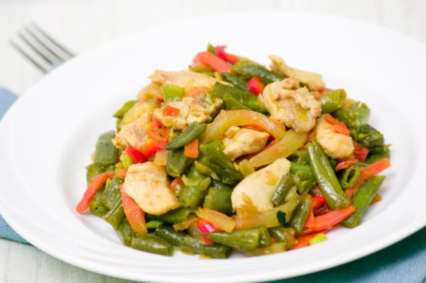 Pollo con verduras.