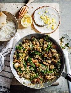 Quinoa, espinacas, tofu y champiñones