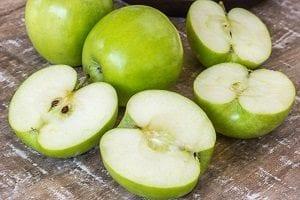 Manzana verde para desintoxicar el cuerpo